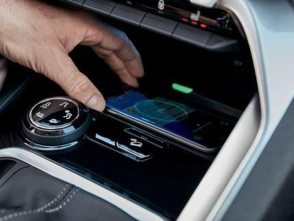 PEUGEOT 3008 SUV: Wireless Smartphone charging