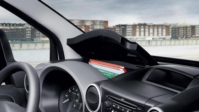 PEUGEOT Partner: Spazi portaoggetti in cabina